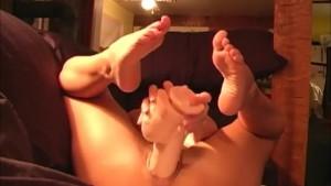 Hot brunette fuks herself with huge brutal dildo toy