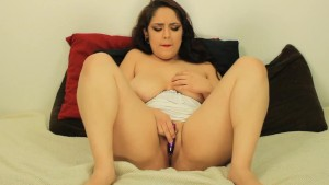 Stoner Daisy Dabs makes herself cum