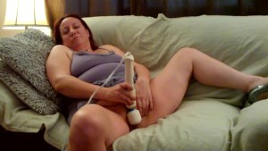 Play With Hitachi Magic Wand to Close Up Orgasm