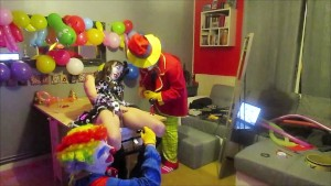 THREESOME 2 CLOWNS TORTURE A FRENCH CAMGIRL OHMIBOD & punish TWIT@KIKRAK1