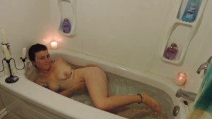HD Milkymama submerged in tub then plays with clit