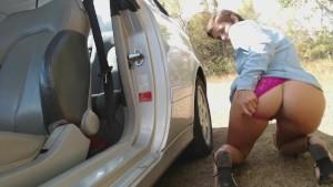 Vic Alouqua pee outside